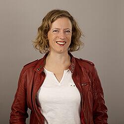 Evelien, Consultant